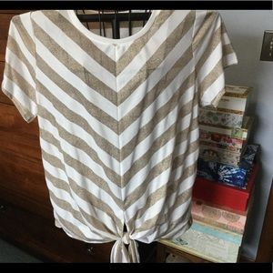 Short sleeved top. Cream & Gold Chevron Stripes.
